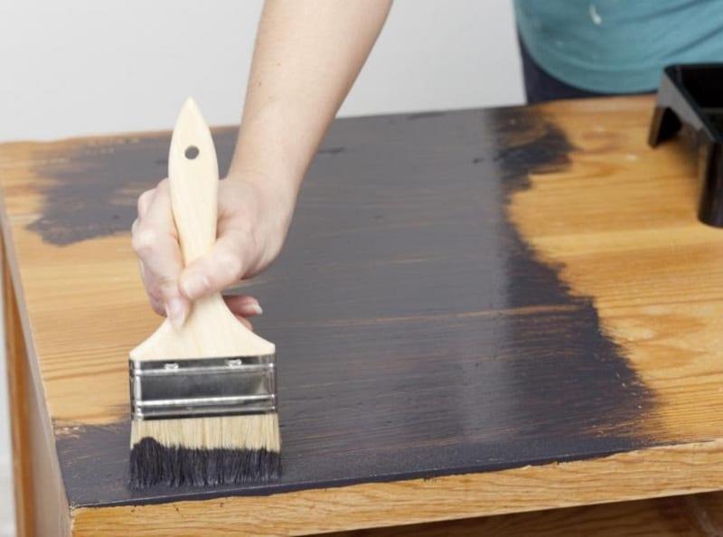 Quelle peinture pour repeindre un meuble en bois